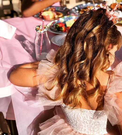 Long Wedding Wavy Hairstyle for Little Girl