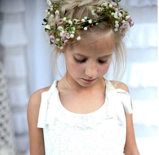 1f8765203fc4 29 Flower Girl Hairstyles For Little Princess - Mr Kids Haircuts